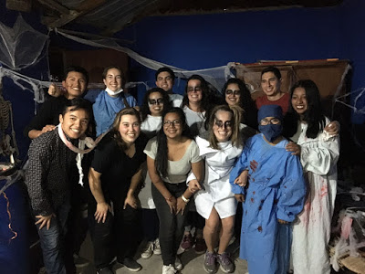 The actors, a mix of friends, alumnis from Colegio Miguel Pro, and volunteers, pose together in the back patio after finishing the haunted house.